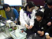 Photo image of practicing energy-environmental education in junior high school.